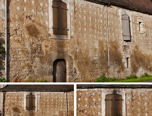 Derniers témoins d'enduits à la chaux à Saint-Cybranet (Dordogne)